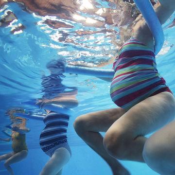 aqua-aerobics-pregnancy-safe-exercise_700x700_183197327.jpg