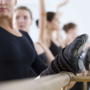 barre-pregnancy-safe-exercise_700x700_getty-97429257.jpg