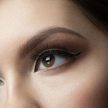 closeup-of-beautiful-woman-eye-with-makeup-looking-up_600x600_shutterstock_173066633.jpg