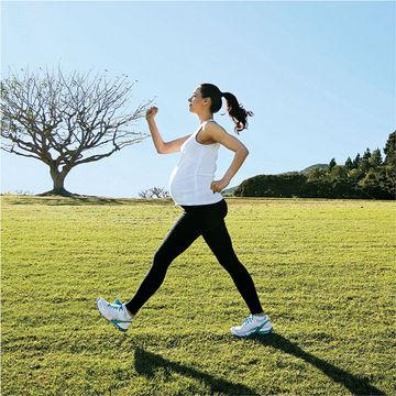 pregnant-woman-walking