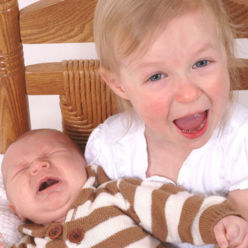 baby-crying-with-older-sister
