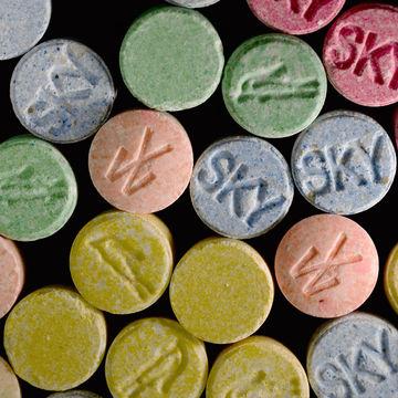 danger-drug-addiction-while-pregnant_700x700_42-22756646.jpg