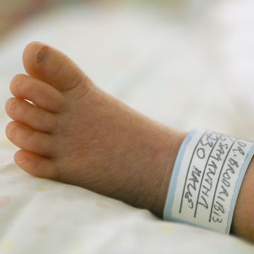 foot-of-premature-baby-in-hospital