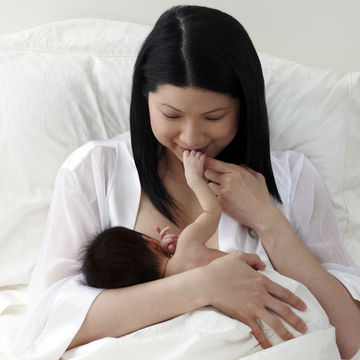 mother-breastfeeding-newborn-hospital-bed_700x700_corbis-42-25459521.jpg