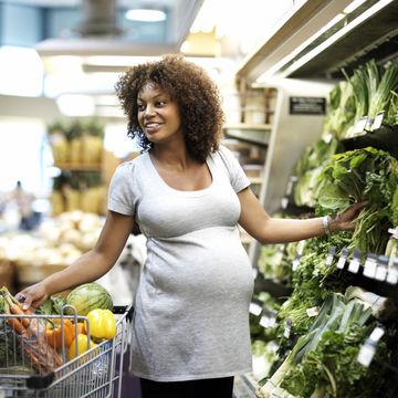 pregnant-woman-shopping-organic_700x700_corbis-42-18786843.jpg