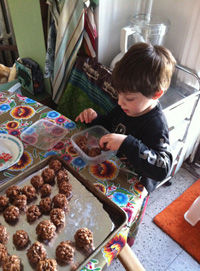 how-to-make-cocoa-crispie-balls-with-a-toddler_1.jpg