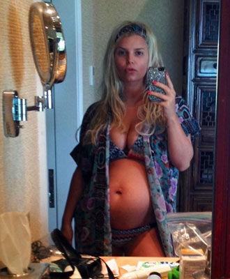 jessica-simpson-pregnant-celebrity-bikini_0.jpg