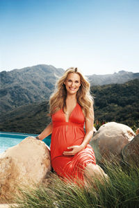 molly-sims-pregnant-fitpregnancy_0.jpg
