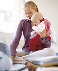Working mom and baby_0.jpg