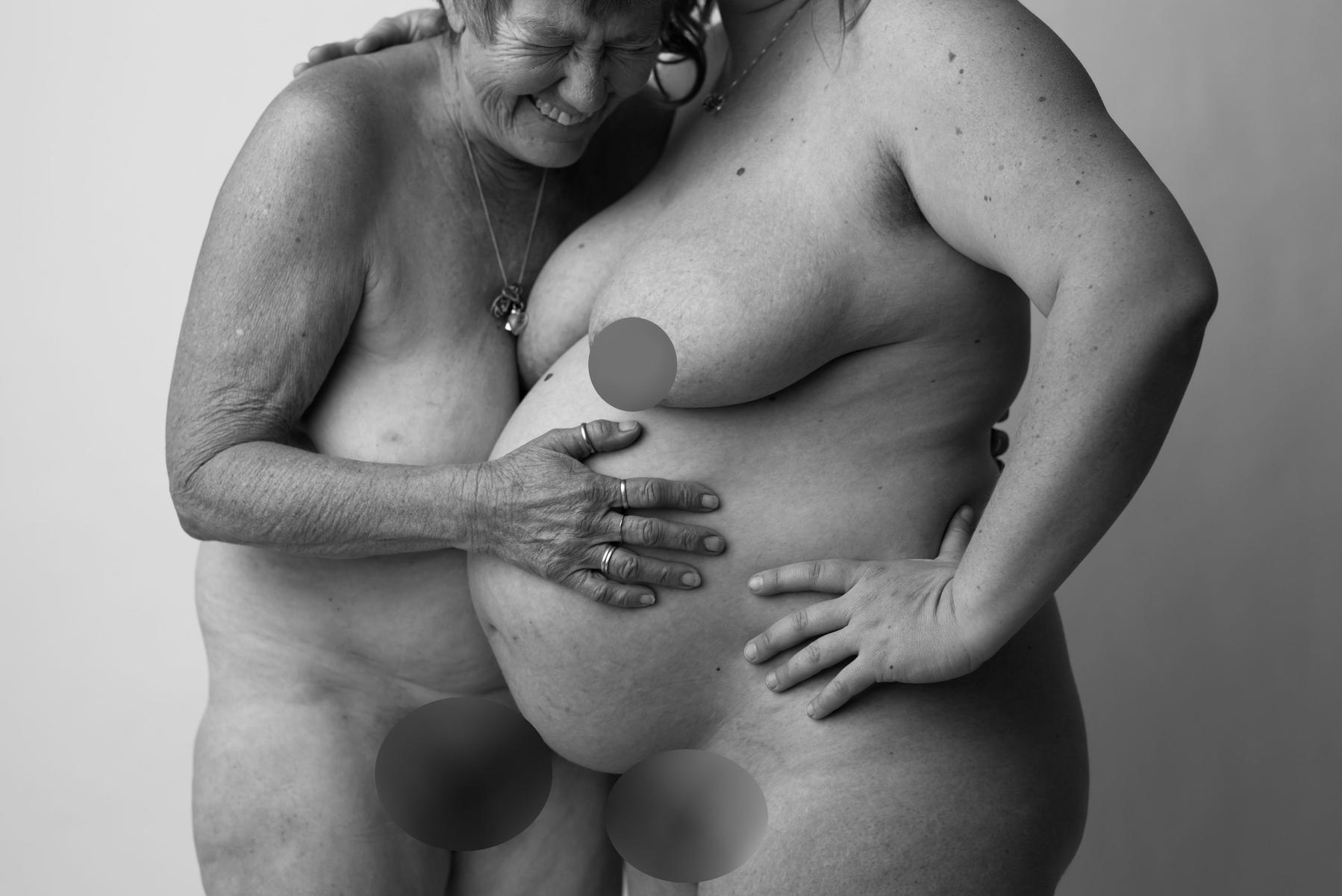 Three generations of women, maternity photo