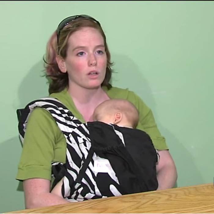 10 Controversial Photos of Women Breastfeeding ... - Oddee