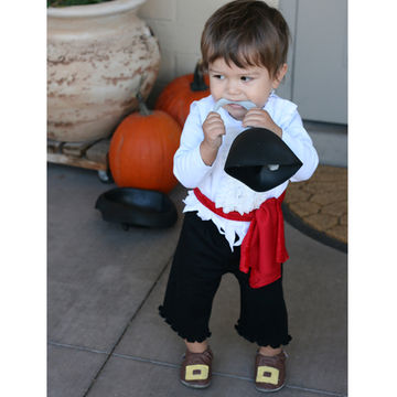 5 super easy diy halloween baby costumes make one tonight fit baby pirate solutioingenieria Image collections