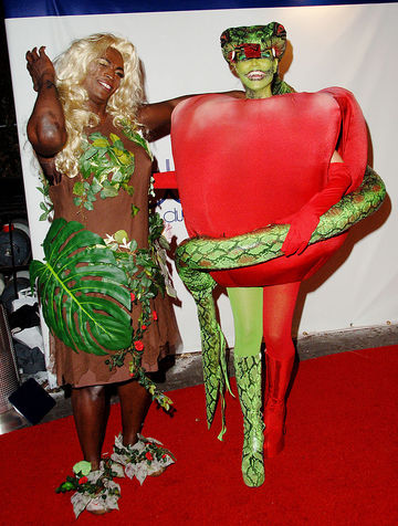 Pregnant Heidi Klum Dressed as a Forbidden Fruit at Halloween Party