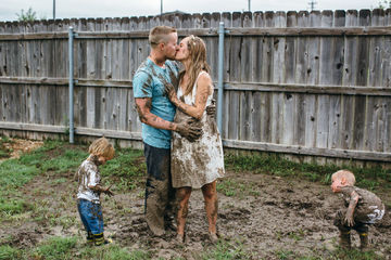 mud-maternity-photos