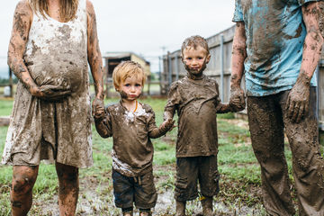 mud-maternity-shoot