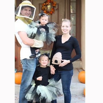 queen bee her keeper - Pregnant Halloween Couples Costumes