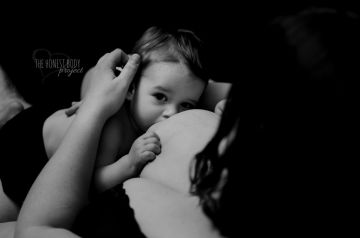 Honest Body Project Photo Series Supports Breastfeeding Moms