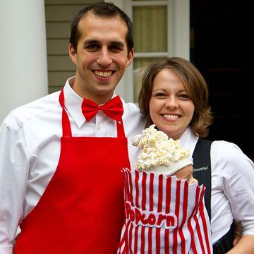 get poppin - Pregnant Halloween Couples Costumes