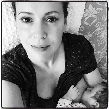 Alyssa Miano breastfeeding selfie