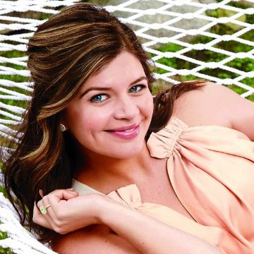 How Casey Wilson Fought Morning Sickness