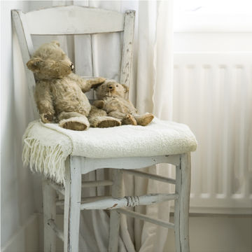 antique-teddy-bears-chair_700x700.jpg