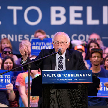 Bernie Sanders Thanks Breastfeeding Mom During Rally