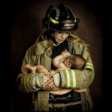 Photo Series Celebrates Breastfeeding Women in Uniform