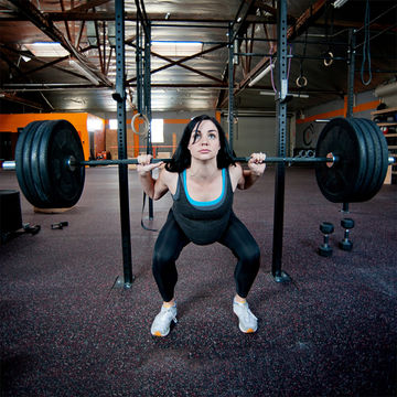 pregnant-woman-weightlifting