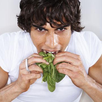 father-eating-folate-rich-spinach_700x700_getty-sb10064434u-001.jpg