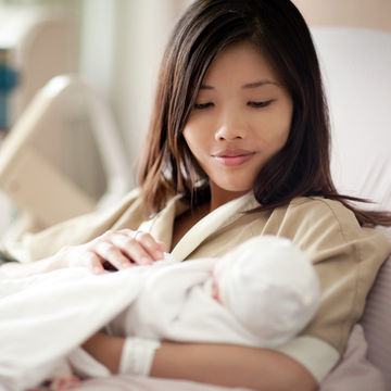 mother-nursing-newborn-at-hospital_700x700_getty-108329019.jpg