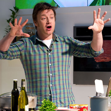 Women Slam Jamie Oliver For Telling Them to Breastfeed