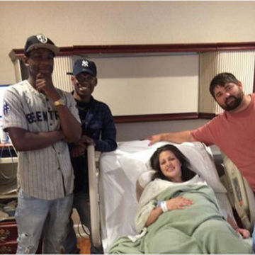 Text Mix-Up Brings Friendly Strangers to Delivery Room