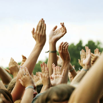 hands in the air clapping at a concert
