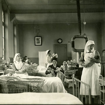 Maternity ward in the early 20th century
