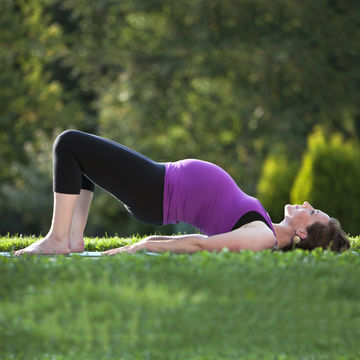pregnant-woman-doing-yoga-edit_700x700_Getty-171296500.jpg