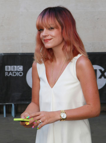 Lily Allen Opens Up About Miscarriage and Stillbirth