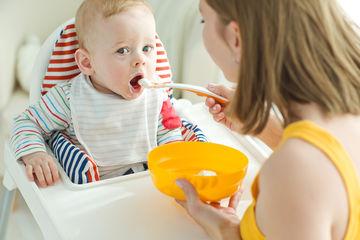 Spoonfeeding baby