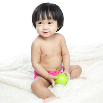 toddler-boy-holding-apple-700x700_shutterstock_177116480.jpg