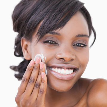 woman-applying-facial-moisturizer_600x600_shutterstock_119324557.jpg